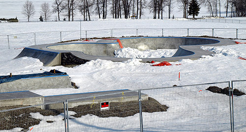 Ontario News - Skateboarders on thin ice