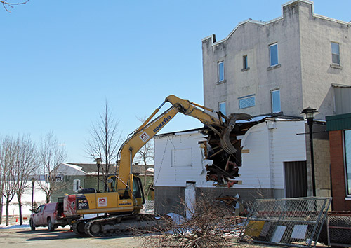 Northern Ontario News - The Temiskaming Speaker - HAILEYBURY LANDMARK COMES DOWN